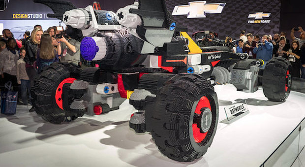 La Batmobile in Lego svelata a Detroit
