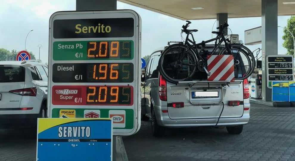Benzina, sull'Autobrennero superata la soglia dei 2 euro al litro