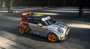 Mini Electric Pacesetter, debutta all'EPrix di Roma la nuova Safety Car della FE