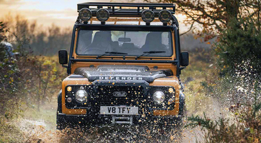 Defender Works V8 Trophy, rivive la mitica icona dell'off road