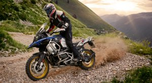 BMW R 1250 GS, la business class dei maxi enduro