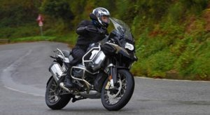 BMW R 1250 GS Adventure, per viaggiare senza confini in business class