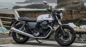 Moto Guzzi V7 III Limited, l'eleganza classica delle cromature unita a innovativi materiali high tech